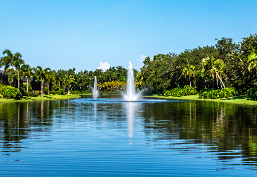Aspen Palms Fountain at Lake Custom Homes | Hammock Isles at The Vineyards HOA